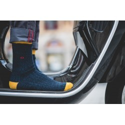 The Swedish Club Socks Men hand linked