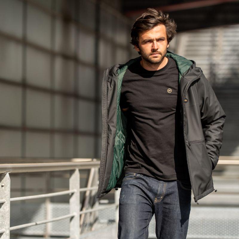 Manteau noir : Météorite