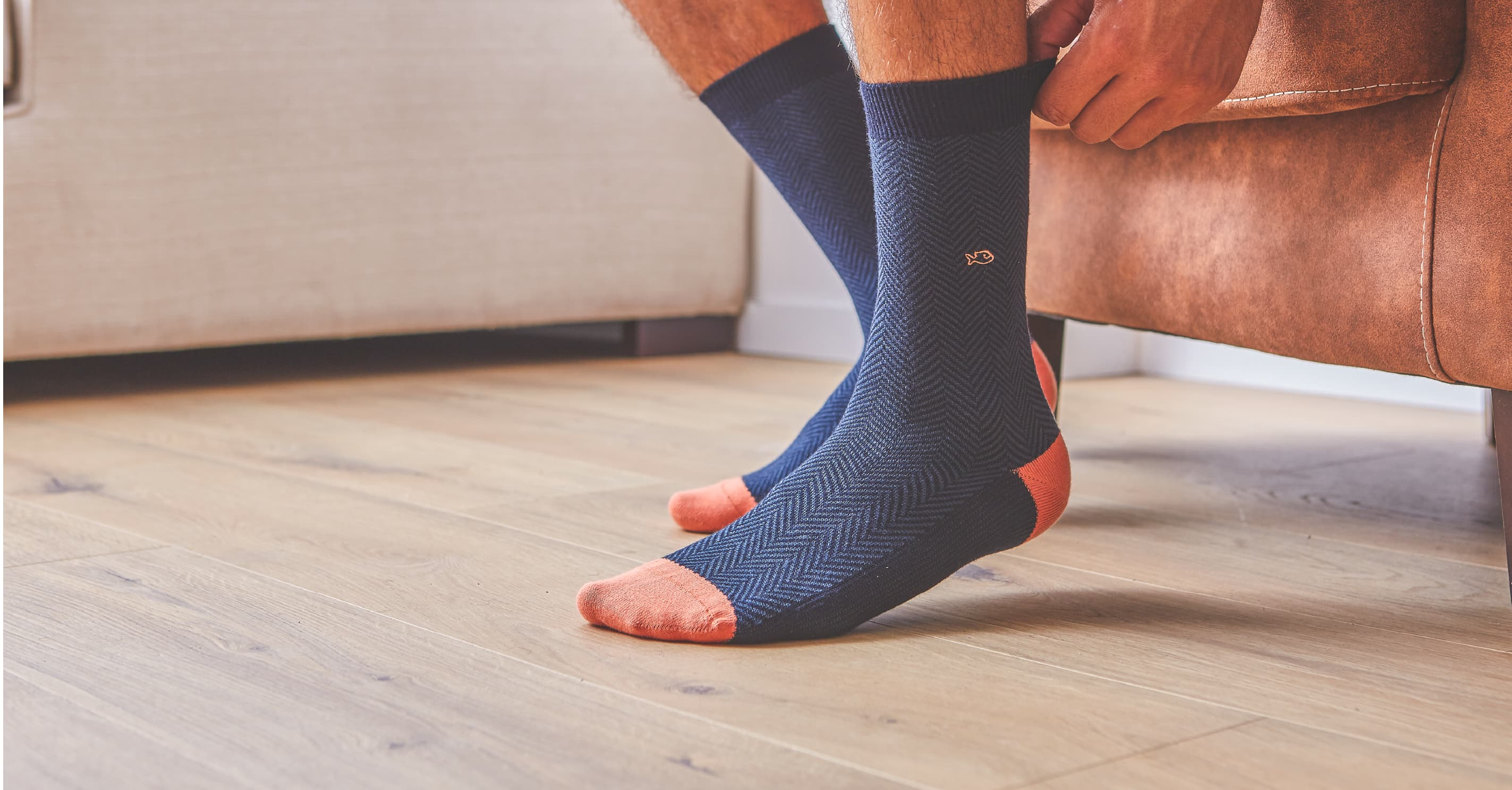 Les chaussettes chevrons sont des chaussettes haut de gamme de notre collection.   Tricotage complexe et délicat, ces chaussettes sont très raffinées et apportent à votre tenue une subtile élégance.   Elles peuvent être portées avec un pantalon, avec un jean ou avec un chino. Leurs couleurs sont tendances et actuelles.